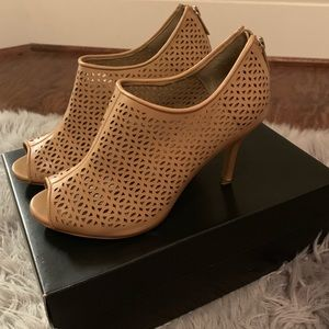 Ann Taylor Nude Lisa Cutout Shooties—Size 8